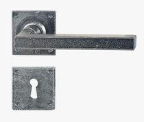 Maniglia per porta / in ferro / classica / finitura oro