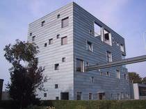 Rivestimento di facciata in titanio / in lega / in zinco / con scanalature