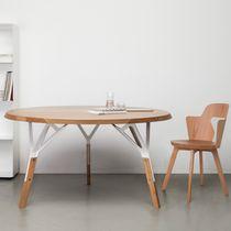 Tavolo moderno / in quercia / in noce / in legno laccato