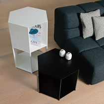 Comodino moderno / in alluminio / esagonale / di Studio Nendo