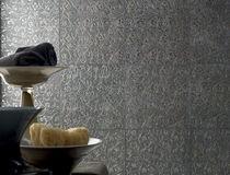 Piastrella da parete / in gres porcellanato / motivi floreali / a rilievo
