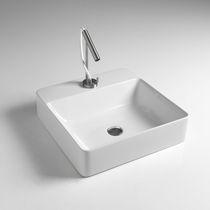 Lavabo da appoggio / quadrato / in ceramica / moderno
