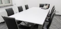 Tavolo da riunione moderno / in pietra / rettangolare / bianco
