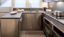 Cucina moderna / in pietra / in acciaio inox / a U