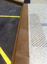 Bordura di fermate d'autobus / in acciaio COR-TEN® / in cemento armato / rettangolare