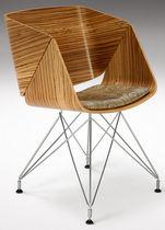Sedia moderna / con braccioli / imbottita / in materiale riciclato