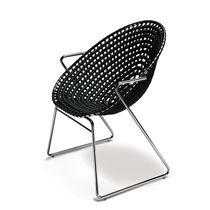 Sedia moderna / con braccioli / a slitta / in materiale riciclato