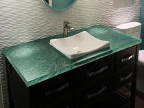 Piano lavabo in vetro / riciclato / su misura / retroilluminato
