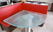 Tavolo moderno / in vetro
