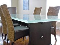 Tavolo da pranzo design originale / in vetro / rettangolare / su misura