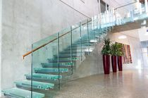 Scala dritta / con gradini in vetro / con struttura in metallo / senza alzata