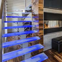 Gradino in vetro / antiscivolo / ad alta resistenza / con LED integrati