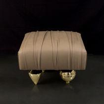 Pouf design originale / in velluto / in pelle / in ottone