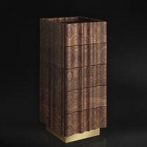 Cassettiera design originale / in noce americano / in legno massiccio / marrone