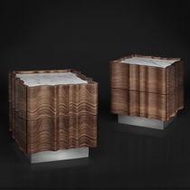 Comodino design originale / in legno massiccio / in noce americano / rettangolare