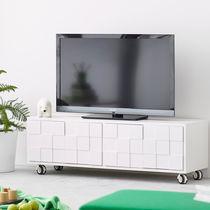 Mobile porta TV moderno / con moderno rotelle / in quercia / in legno dipinto