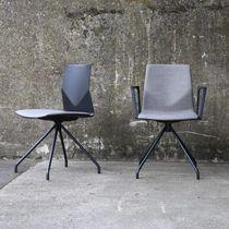 Sedia visitatore moderna / con braccioli / imbottita / con rotelle