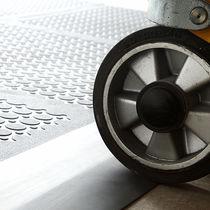 Pavimento in vinile / per uso industriale / a quadrotte / testurizzato