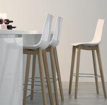 Sedia alta moderna / con poggiapiedi / in faggio / in wengé