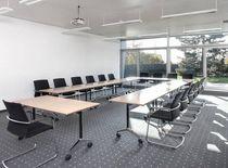 Tavolo da riunione moderno / in resina / per edifici pubblici / da interno