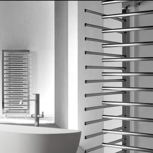 radiatore ad acqua calda in metallo moderno da bagno