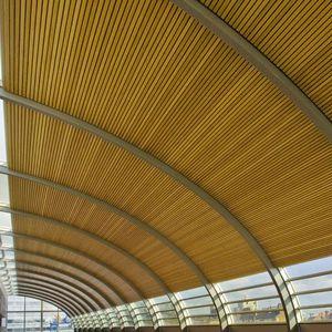 Controsoffitto In Legno Lamellare : Elegante controsoffitto in legno l arredamento e la