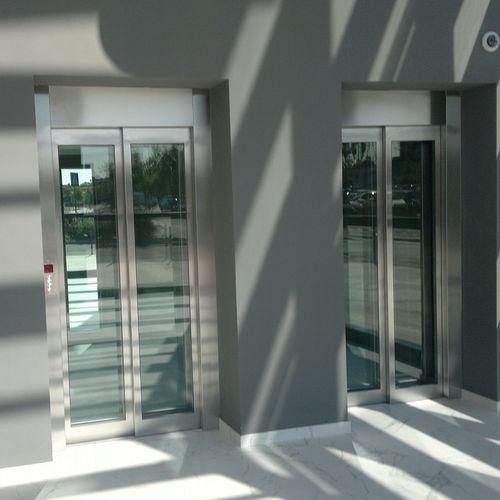 ascensore elettrico / ad uso residenziale / per uso professionale / senza locale macchine