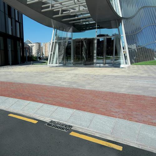 rampa carrabile per marciapiede / in pietra ricostituita / lineare