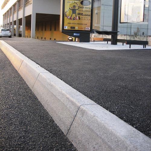 bordura di fermate d'autobus / in pietra ricostituita / lineare