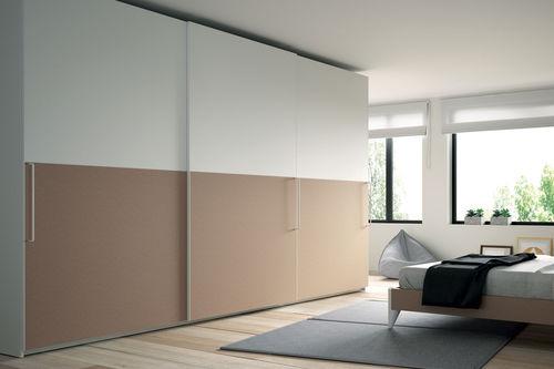 armadio moderno / in vetro / a porte scorrevoli