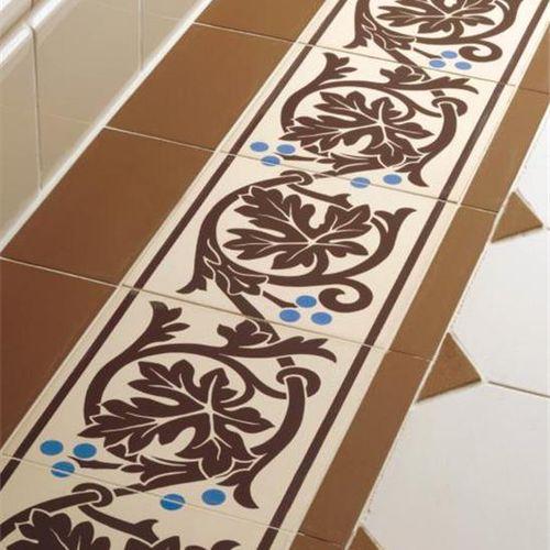 fregio in ceramica / a pavimento
