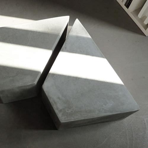 Tavolino basso moderno / in cemento / trapezoidale / da giardino CUT.6 LOVECEMENT