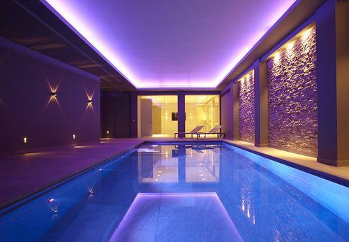 piscina interrata / in calcestruzzo / per hotel / da interno