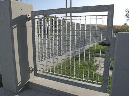 cancello battente / in metallo / in rete metallica / a sbarre