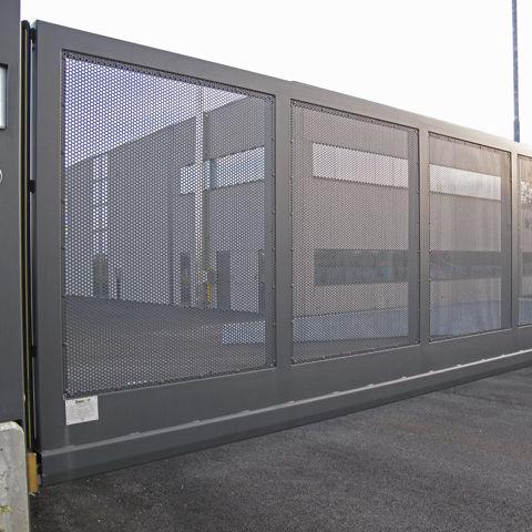 cancello autoportante / in metallo / in rete metallica / a sbarre