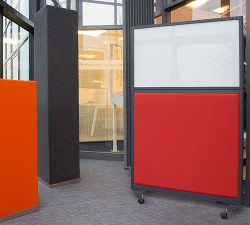 divisorio per ufficio a pavimento / in alluminio / in tessuto acustico / modulare
