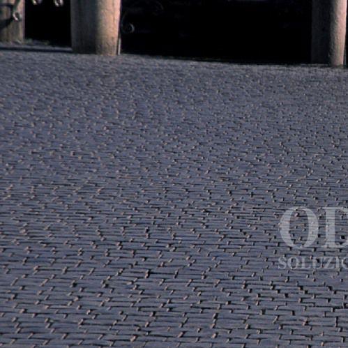 bordura per marciapiede / per canaletta / in basalto / lineare