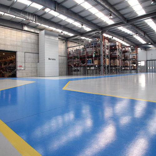 pavimento in resina epossidica / industriale / per edifici pubblici / per spazio pubblico