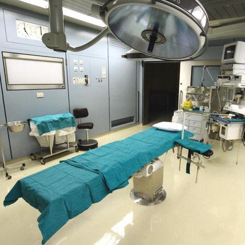 pavimento in resina epossidica / per uso industriale / per struttura sanitaria / per ospedale