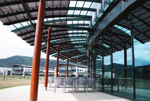 pensilina con pannelli fotovoltaici integrati / per edificio ad uso pubblico / in vetro / contract