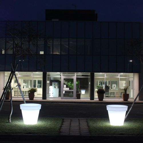 vaso da giardino in polietilene / conico / luminoso