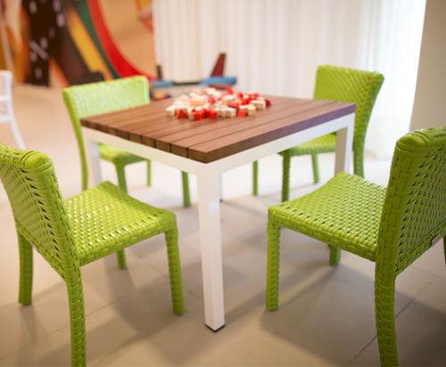 tavolo moderno / in legno / in alluminio / quadrato