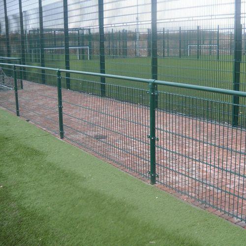 recinzione per campo sportivo / a maglia saldata / in acciaio galvanizzato / modulare