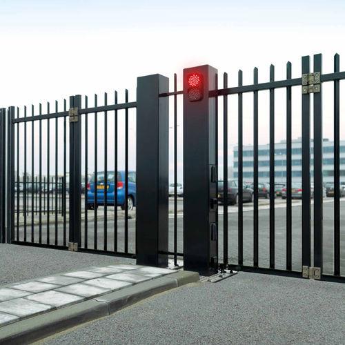 cancello autoportante / a libro / in acciaio galvanizzato / a sbarre