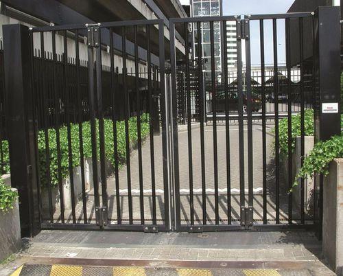 cancello a libro / in acciaio galvanizzato / a sbarre / industriale