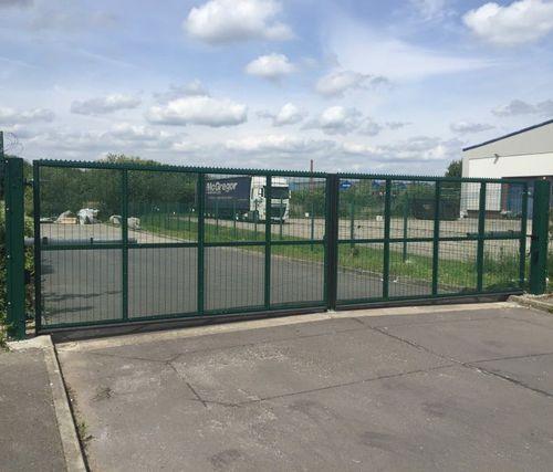 cancello battente / in acciaio galvanizzato / a maglia saldata / industriale