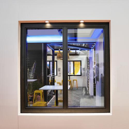 finestra a battente / ad anta ribalta / fissa / a soffietto