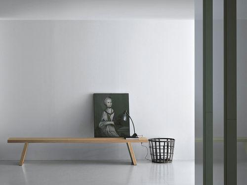 panca moderna / in legno massiccio / di Piero Lissoni