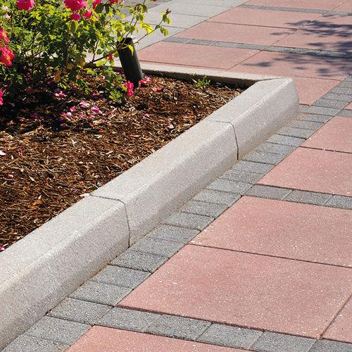 bordura per marciapiede / per canaletta / in calcestruzzo / lineare