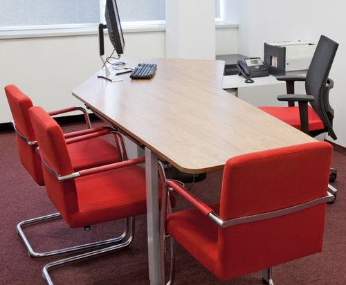 Sedia visitatore moderna / con braccioli / imbottita / impilabile DEXTER by Christian Horner, Johannes Scherr & Kai Stania Bene GmbH